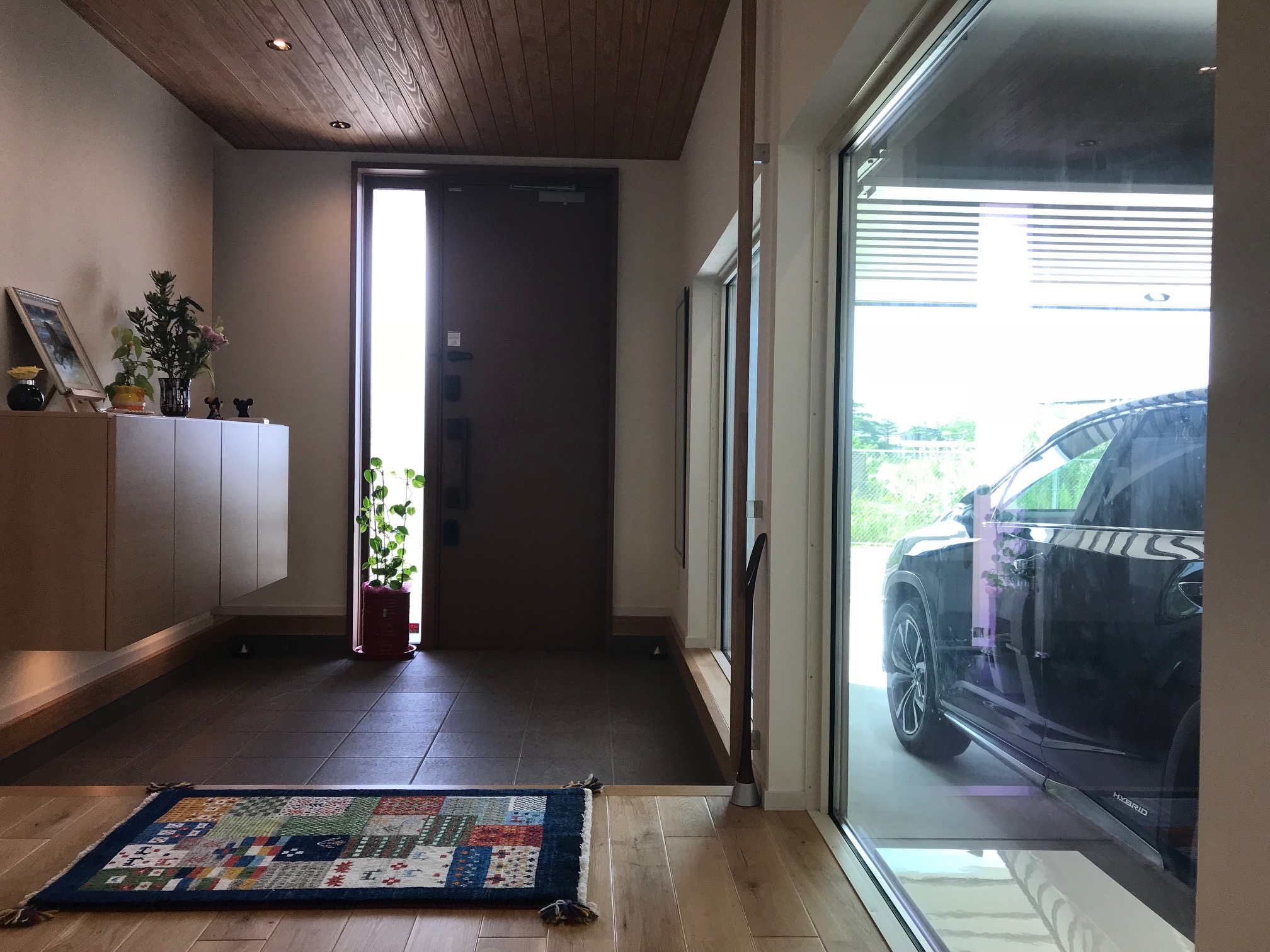 玄関とガレージ
